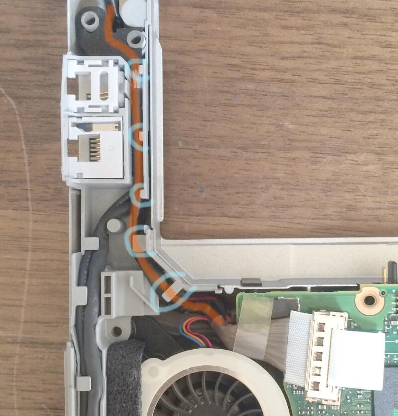 レッツノートCF-S9のモニターケーブルの通り道