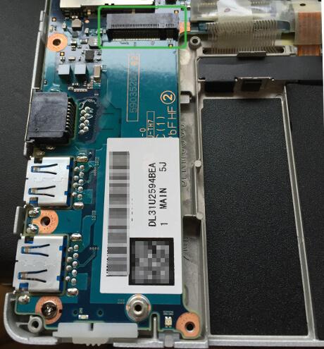 レッツノートRZ5のSSDの差し込み口