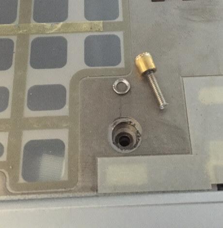 レッツノートS9のドリルでキーボードねじを分解