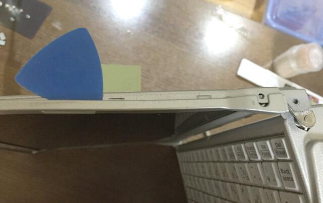 レッツノートS9のモニター側面の枠を外す