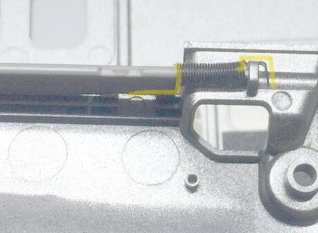 PCカードスロット入口フタ部分のバネ