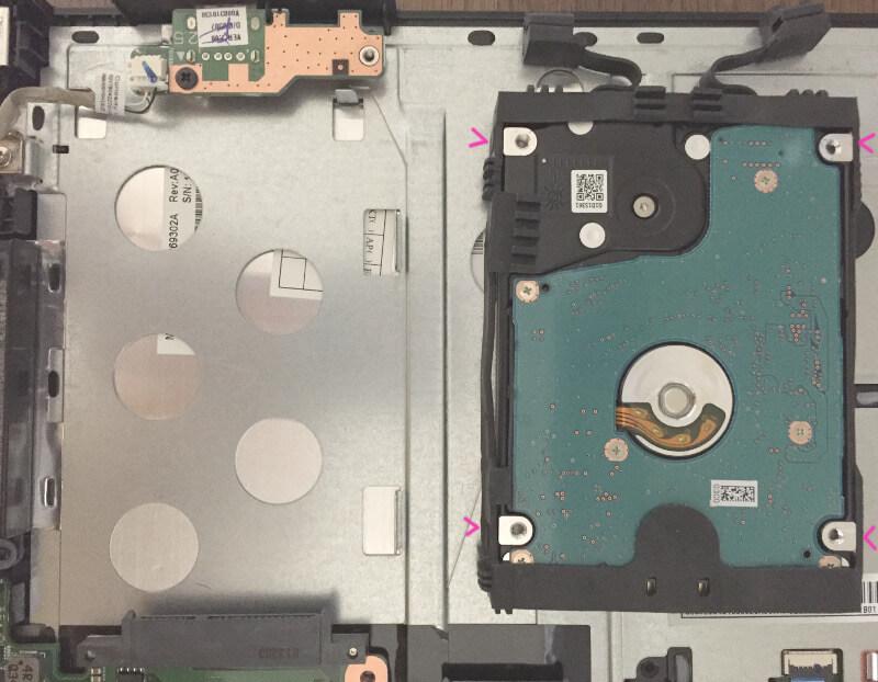 Dynabook T653でHDDのカバーをはずす