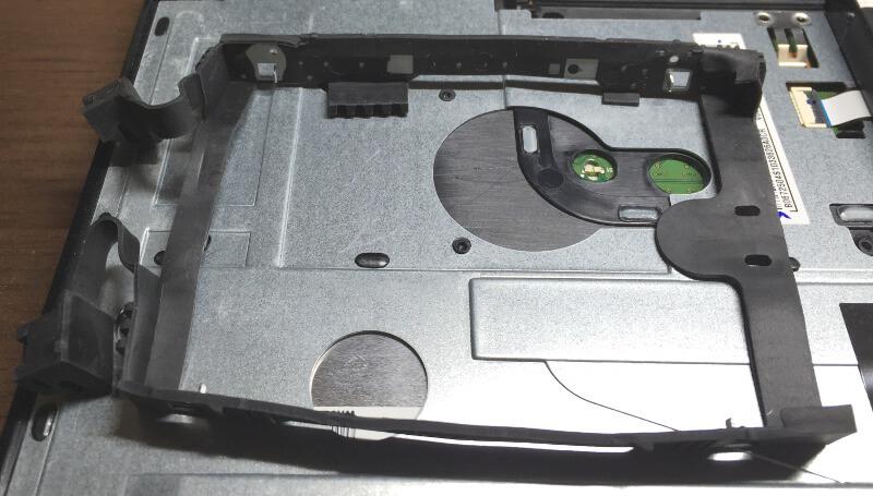 Dynabook T653のHDDのゴムカバー