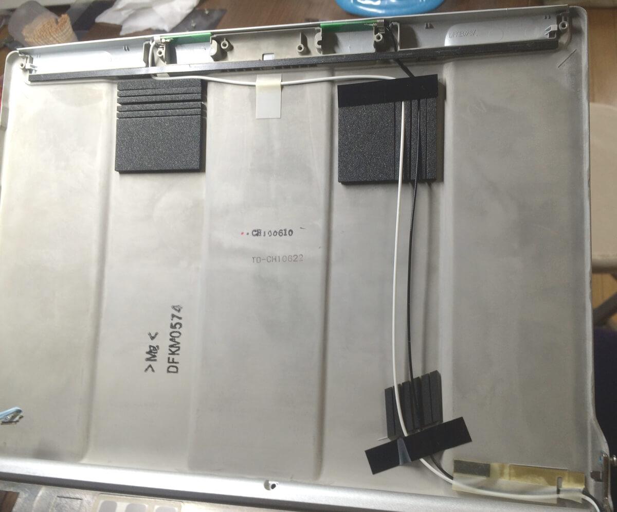 レッツノートS9のジャンクで天板に固定されている無線LANのアンテナ