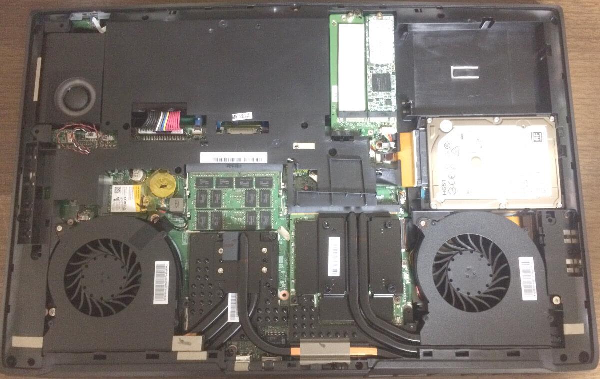 ドスパラののノートパソコンPrimeNote「Galleria QFS980HGS」の底面フタを開けたところ