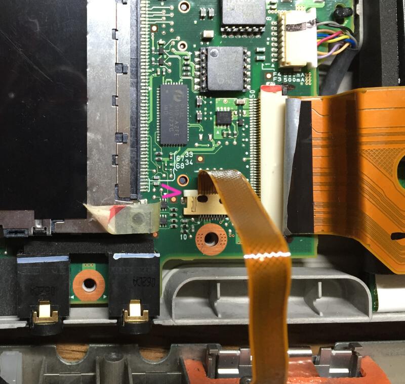 レッツノートCF-R9のタッチパッドのケーブルを外す
