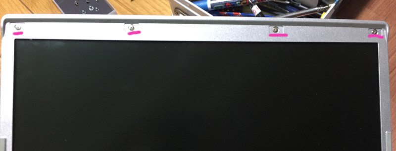 レッツノートCF-S10でモニター枠上の四つのネジ
