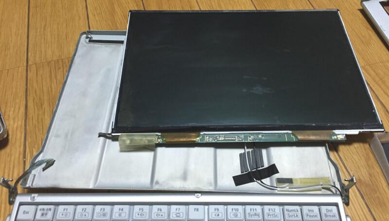 レッツノートCF-S10の液晶モニターが本体からはずれたところ