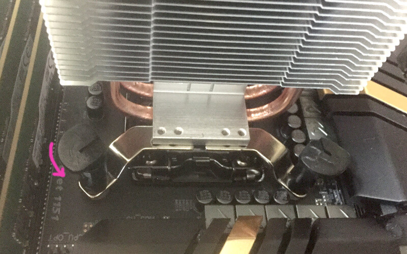 CPUクーラーHyper TX3 EVOのプッシュピン