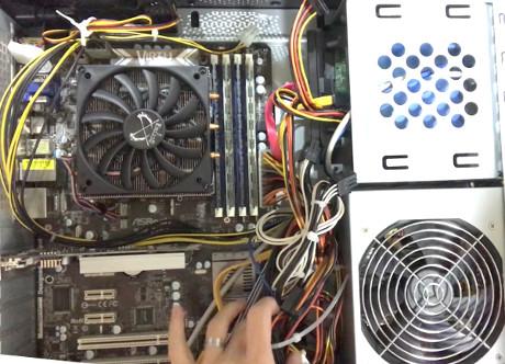 電源を入れ替える前のケース内部