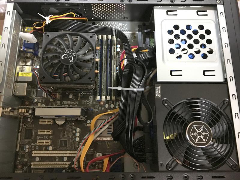 電源を入れ替え後のケース内部
