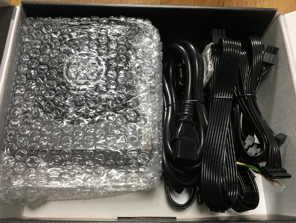 「SST-ST75F-GS」の箱を開けたところ