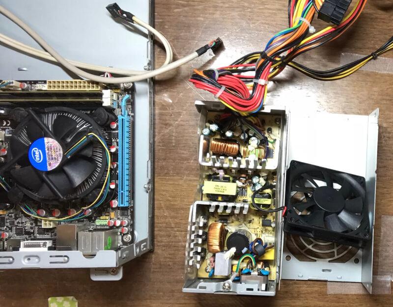 PCと電源を掃除し終わったところ