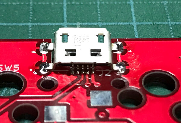 自作キーボードminiaxe製作で、USBコネクタにはんだ付けしたところ