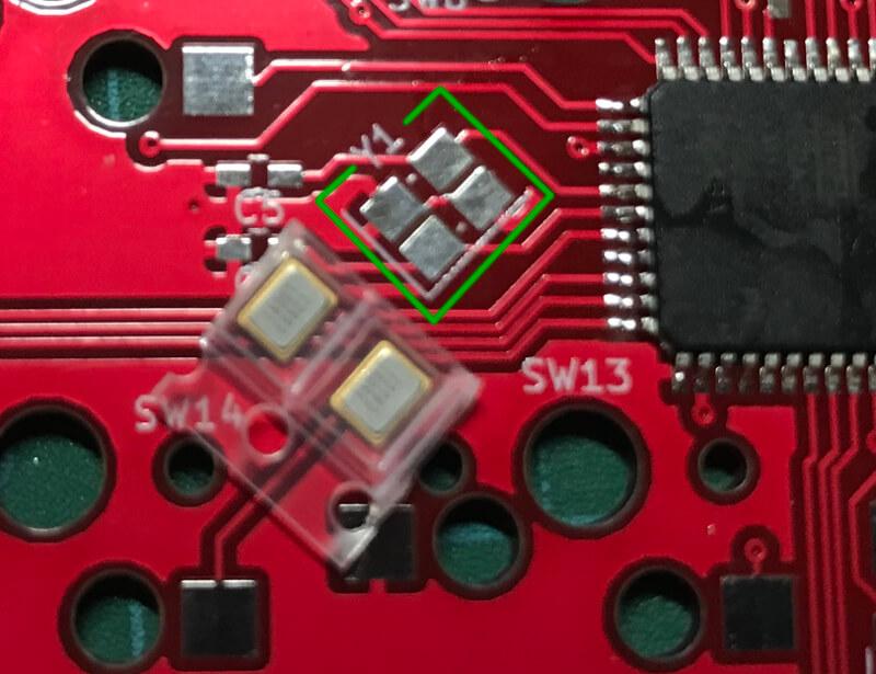 自作キーボードminiaxe製作で、水晶発振子は【Y1】に