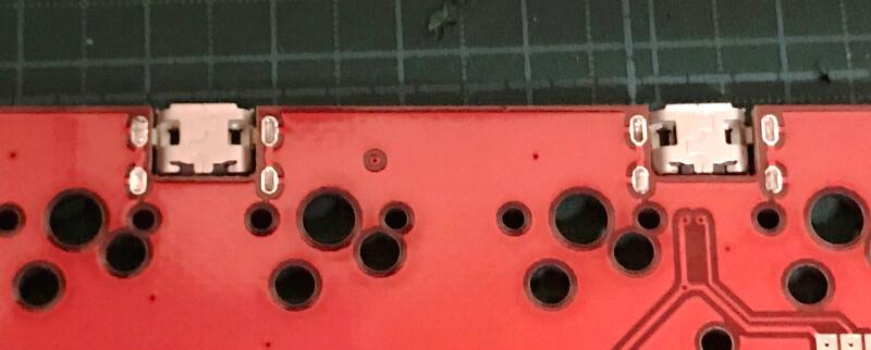 自作キーボードminiaxe製作で、はんだ付けしたUSBコネクタの裏側