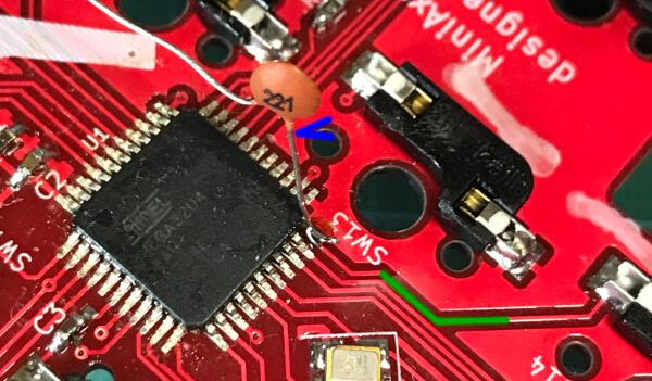 自作キーボードminiaxeでMPUがピン折れしたので、針金で空中配線を試みる