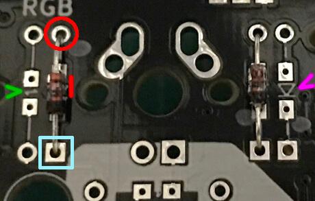 ErgodashのPCB基板上でダイオードの印を確認する