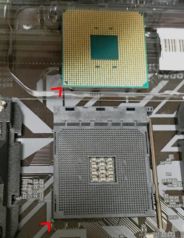 CPUをマザーボードに載せる