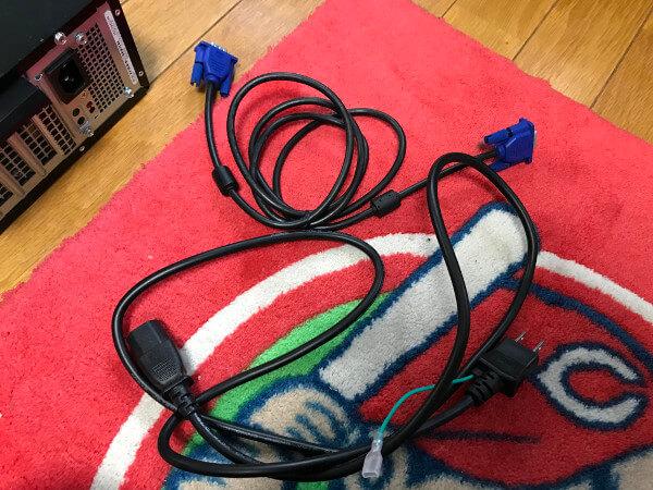 中古で購入したDELLのVostro3800を起動するためのモニターケーブルと電源ケーブル