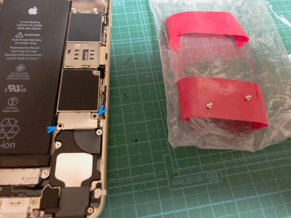 iPhone6sバッテリー交換でネジを外す