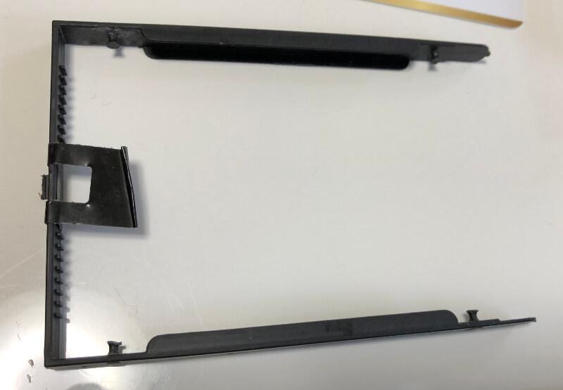 lenovoのノートパソコンThinkPadのEdge E460のHDD(SSD)固定パーツ