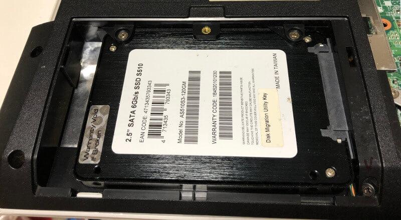 富士通のノートパソコンLifebookのAH47にSSDを入れる